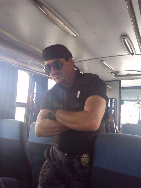 Cẩn thận kẻoBarney Ross (nhân vật trong The Expendables, do Sylvester Stallone thủ vai) làm nổ tung đoàn tàu nhé.