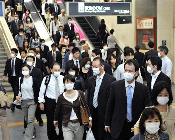 Tất cả mọi ngừoi đều dùng mọi biện pháp để ngăn ngừa dịch cúm lây lan. (Ảnh: internet)