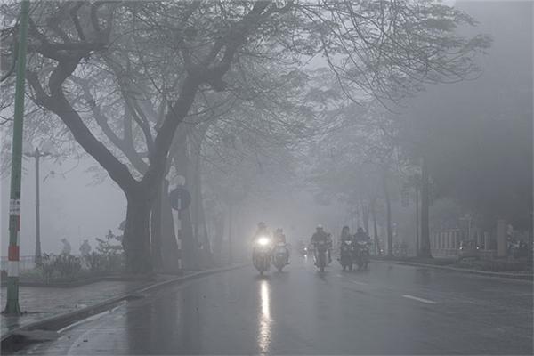 Thời tiết miền Bắc những ngày này có nhiều mây mù, mưa phùn nhỏ. (Ảnh: Internet)
