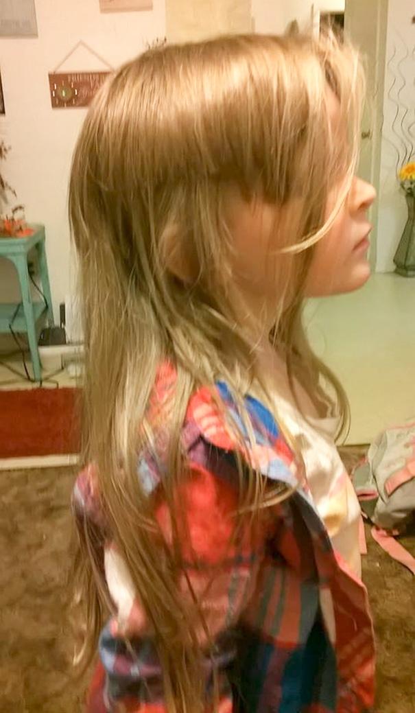 Không sao đâu, khi cắt tóc tém, con sẽ xinh hơn, cá tính hơn, và nghe rõ hơn.
