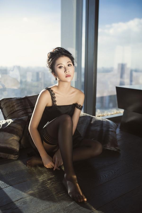 Hiện tại, Quỳnh Anh Shyn bắt đầu lấn sân vào lĩnh vực diễn xuất với tác phẩm điện ảnh Đời cho ta bao lần đôi mươi do vợ chồng Tú Vi – Văn Anh sản xuất kiêm đạo diễn.
