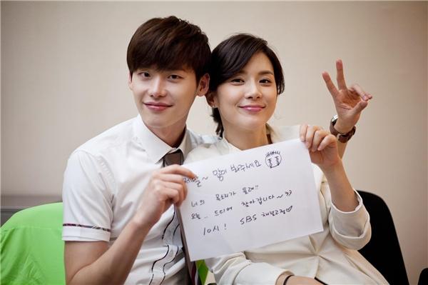 Lee Jong Suk và Lee Bo Young: đôi chị em đáng yêu nhất hệ Mặt Trời