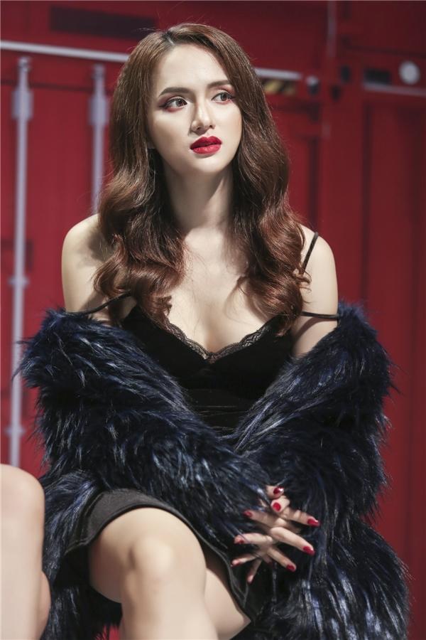"""""""Sexy toát ra từ thần thái"""" là hình ảnh mà Hương Giang xây dựng cho mình."""