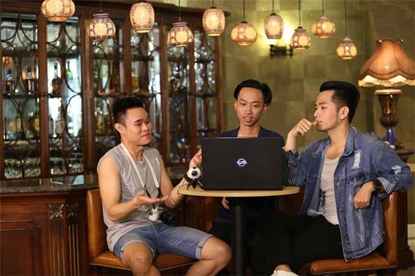 """Team Phạm Hồng Phước tính toán """"chiến lược"""" cho clip của mình, quyết tâm """"giật giải""""."""