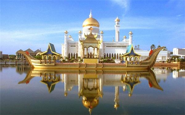 Cung điện Hoàng Gia được dát vàng từ trong ra ngoài. (Ảnh: internet)