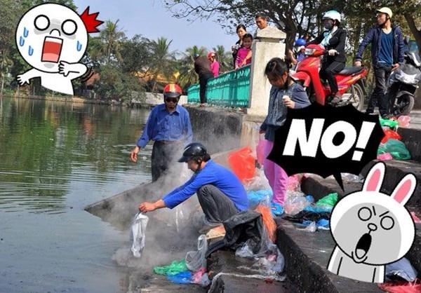 Việc thả cá thả luôn túi ni-lông gây ô nhiễm môi trường nghiêm trọng.(Ảnh: Internet)