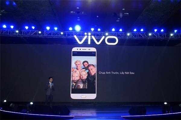 Công nghệ chụp trước lấy nét sau và chế độ xoá phông (Bokeh Mode) của Vivo V5 Plus mang lại khả năng tuỳ biến cao giúp người dùng tạo ra những bức ảnh selfie có độ sâu trường ảnh.