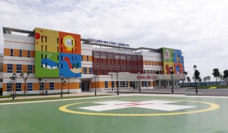 Bệnh viện Nhi đồng Thành phố có cả sân đáp máy bay. (Ảnh: Facebook, Thanhnien)