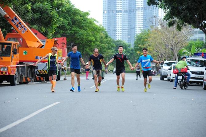 Chạy bộ giúp giảm stress, tinh thần phấn chấn và duy trì nguồn năng lượng tốt.