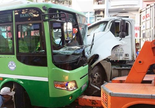 Khoảng 12 người bị thương do vụ tai nạn. (Ảnh: Tin Tin)