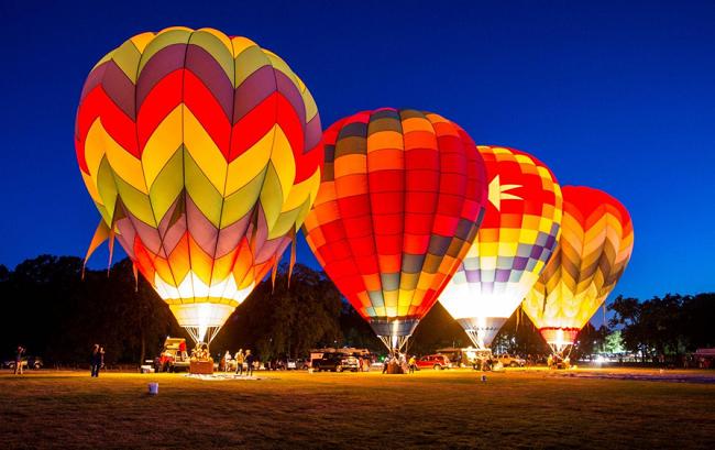 """""""Night Glow - Đêm ánh sáng khinh khí cầu""""vào lúc20h30 – 21h00 ngày Mùng 3 & 4 Tết."""