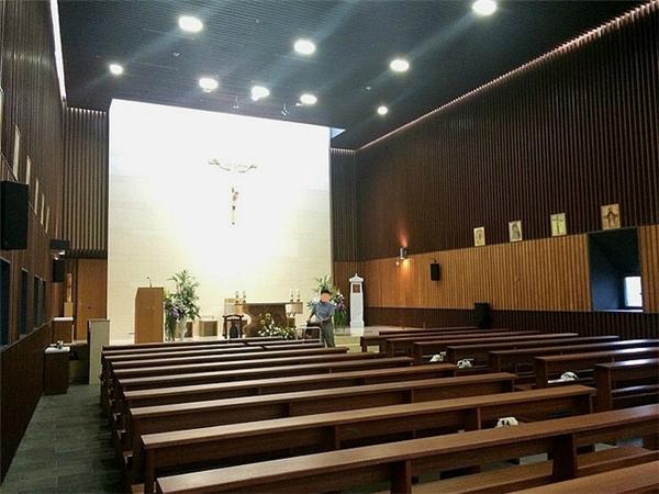 Nhà thờ nơi cặp đôi tổ chức đám cưới.