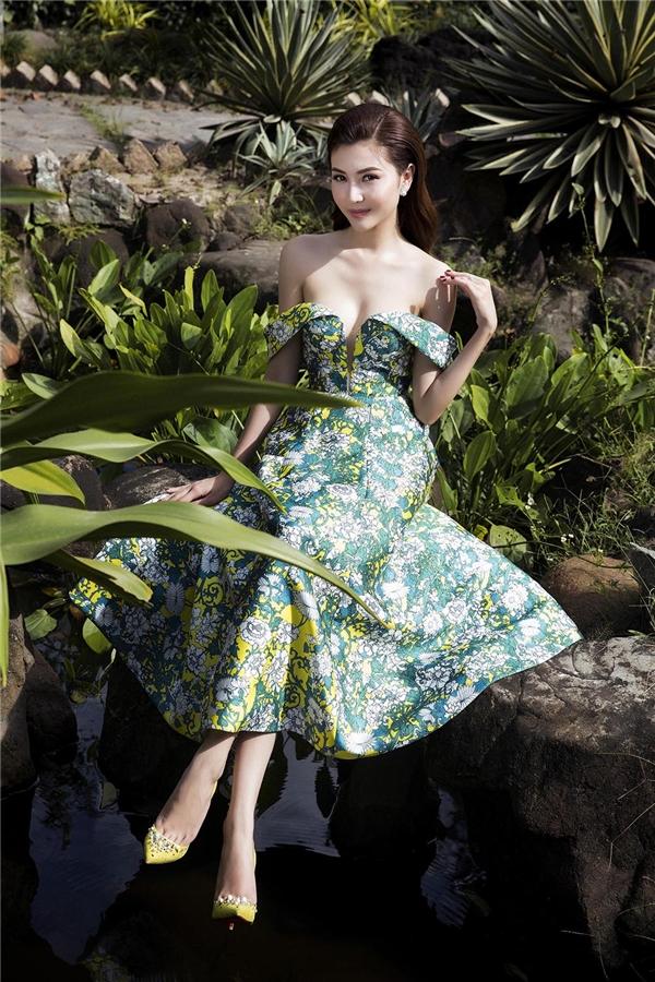 Ngọc Duyên rạng rỡ với váy hoa giữa khung trời Xuân thơ mộng