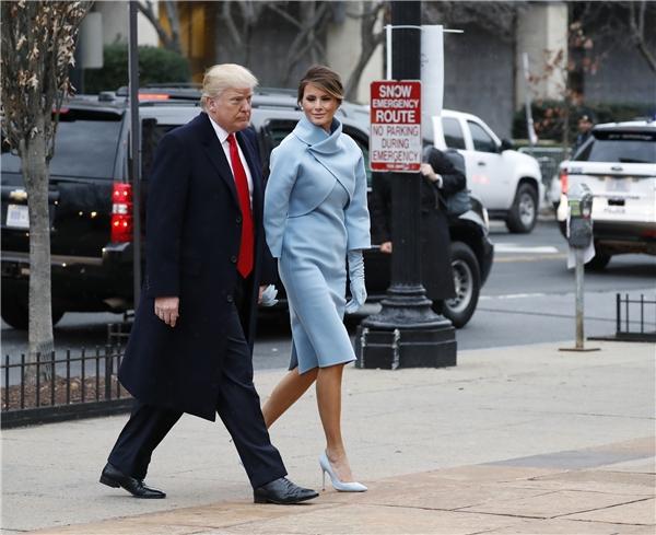 Thật khó có điểm nào chê được từ bộ trang phục của bà Trump.
