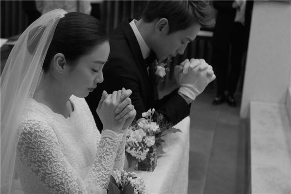 Không quá cầu kì, cô dâu Kim Tae Hee vẫn ngọt ngào và xinh đẹp.