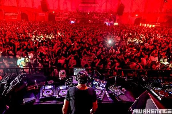 Bữa tiệc âm nhạc điện tử hàng đầu Awakenings Eindhoven.