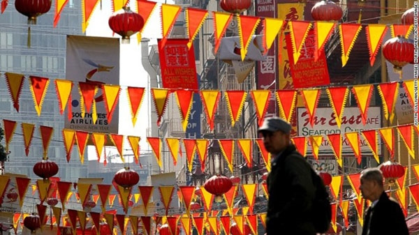 Khu Chinatown ở San Francisco, Mỹ, được xem là khu Chinatownlớn nhất nằm ngoài châu Á và lâu đời nhất tại Mỹ.