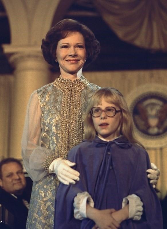 Phu nhân Rosalynn Carter chọn phong cách hoàng gia khi tham dự lễ nhậm chức của chồng - Tổng thống thứ 39 nước Mỹ - ông Jimmy Carter.