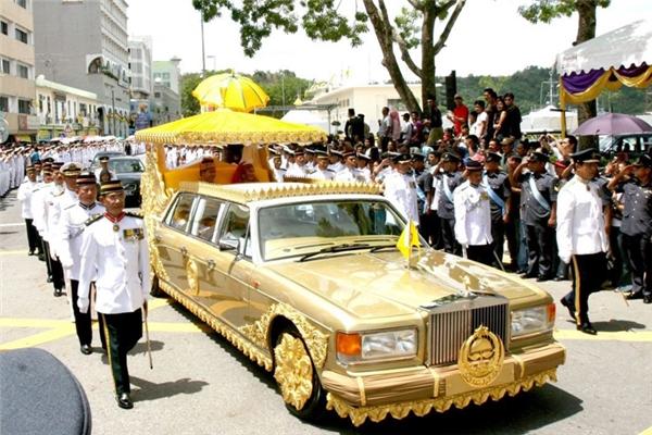 Chiếc Rolls-Royce dát vàng 24K.