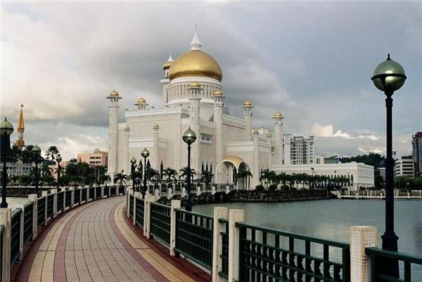 Tòa lâu đài dát vàng của Quốc vương.