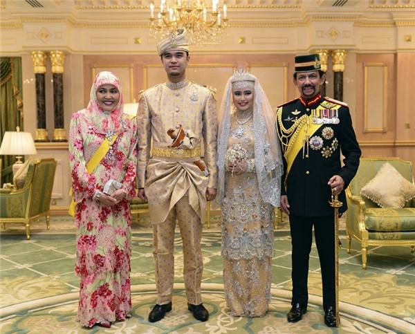 Các thành viên trong hoàng tộc Brunei.