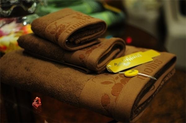 Vì sức khỏe, chỉ nên sử dụng khăn bông có nguồn gốc thương hiệu rõ ràng.