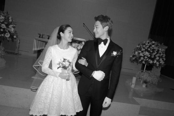Bí mật về váy cưới và bộ vest của cặp đôi vàng Bi Rain - Kim Tae Hee