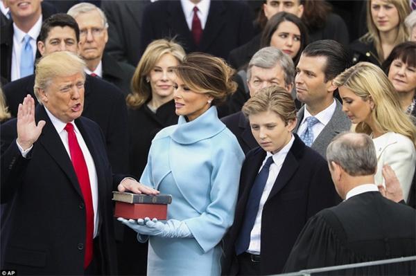 Donald Trump đã có lời tuyên thệ trước Tòa Quốc hội tại thủ đô Washington vào lúc 12 giờ trưa theo giờ địa phương.