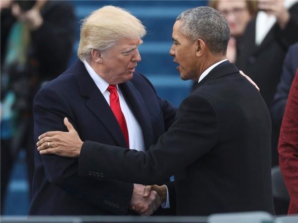 Obama bắt tay Trump trước khi tỷ phú Mỹtuyên thệ nhậm chức.