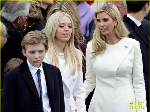 Dân mạng lại phát sốt vì vẻ siêu điển trai của con út Donald Trump