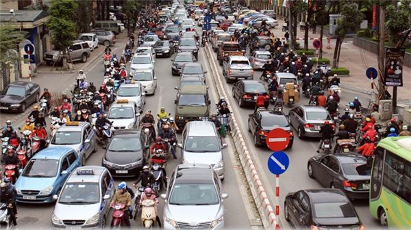 Các đoạn đường Huỳnh Thúc Kháng, Nguyễn Chí Thanh luôn rơi vào tình trạng quá tải số người tham gia giao thông.(Ảnh: Internet)