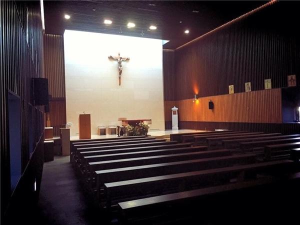 Nhà thờ giản dị của đôi sao Hàn...
