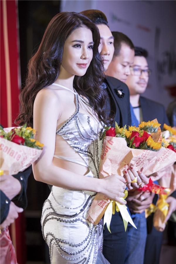 Năm 2016 là một năm thành công của mỹ nhân 27 tuổi, cô trở thành host, MC của nhiều gameshow lớn, tham gia nhiều dự án phim lớn cũng như MV Shake it được đánh giá cao. Tết Đinh Dậu 2017 Diệp Lâm Anhsẽ cùng mẹ ở lại Sài Gòn, nữ diễn viên cho biết, cô muốn tận hưởng không khí gia đình trọn vẹn nhất trong những ngày đầu năm.