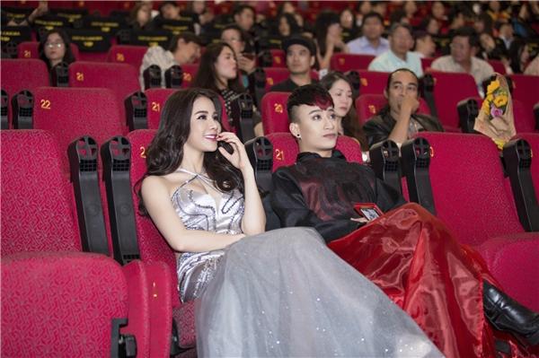 Ngoài Diệp Lâm Anh, buổi ra mắt phim còn có sự tham gia của các sao Việt như: Andy Long, Kim Tuyến, Adam Lâm, Hữu Tín...