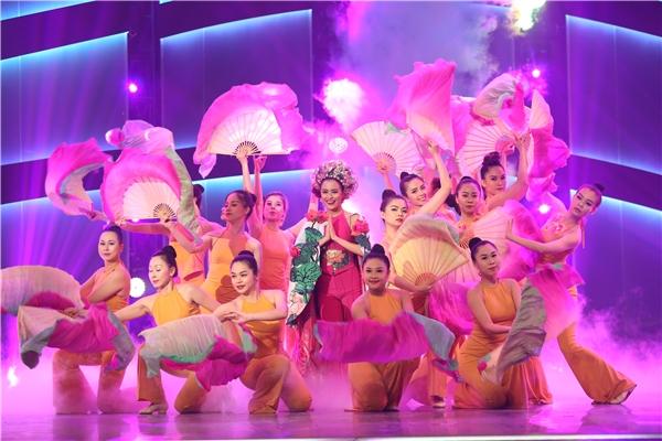 Đặc biệt, sự xuất hiện của Hoàng Thuỳ Linh cùng ca khúc Bánh trôi nước tạo được sự hưởng ứng nhiệt tình từ người hâm mộ.