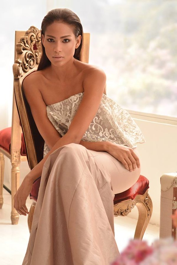 """Hoa hậu Colombia Andrea Tovar cũng là ứng cử viên sáng giá cho ngôi vị Hoa hậu Hoàn vũ năm nay với gương mặt đẹp hoàn hảo ở mọi góc nhìn. Andrea năm nay 23 tuổi, cao 1m78, đang là người mẫu chuyên nghiệp tại quê nhà. Với chiến thắng """"hụt"""" vào năm 2015, khán giả Colombia đang kì vọng cô gái này sẽ mang vương miện trở về quê hương."""