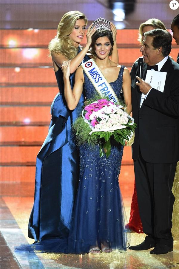 Hoa hậu Pháp Iris Mittenaere là ứng cử viên mạnh của khu vực châu Âu. Vẻ đẹp hoàn hảo của cô gái 23 tuổi dễ dàng cuốn hút người đối diện ngay từ ánh nhìn đầu tiên.