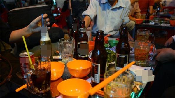 Uống, uống nữa, uống mãi.(Ảnh minh họa - Nguồn: Internet)