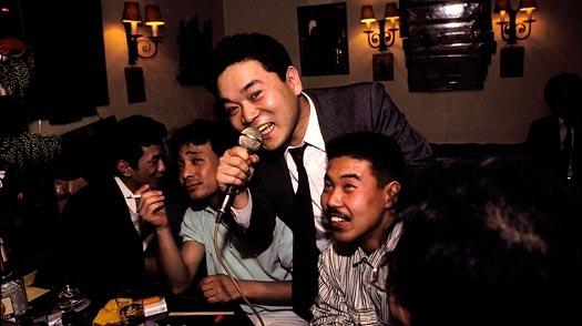 Có bia làm gì mà không... hát karaoke.(Ảnh minh họa - Nguồn: Internet)