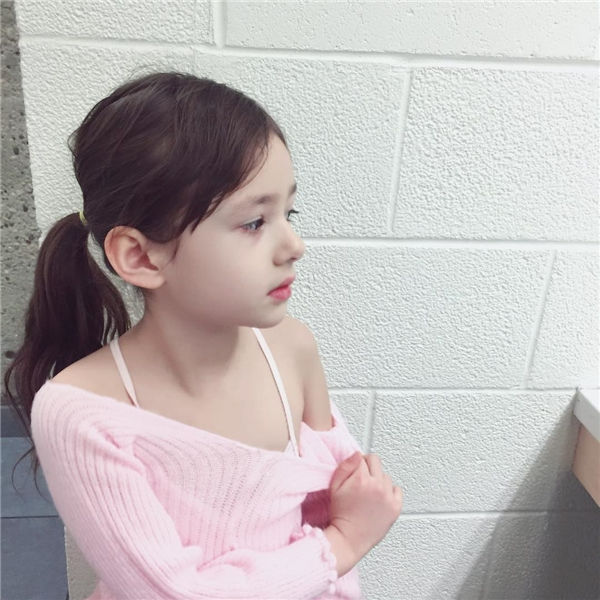 Cô nhóc sử dụng thành thạo hai ngôn ngữ Anh - Hàn.(Ảnh: Internet)