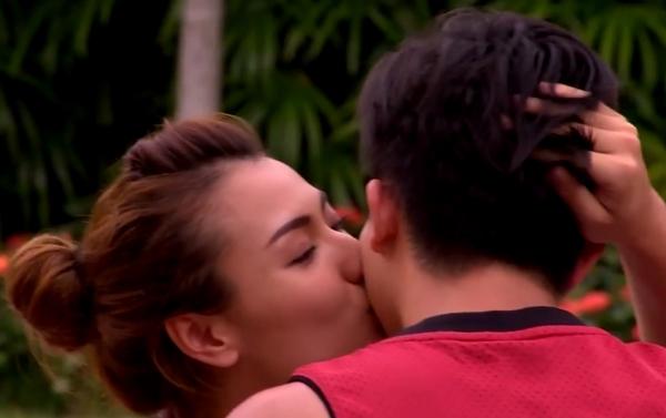Nụ hôn thắm thiết mà Hồng Quế dành cho Harry Lu. - Tin sao Viet - Tin tuc sao Viet - Scandal sao Viet - Tin tuc cua Sao - Tin cua Sao
