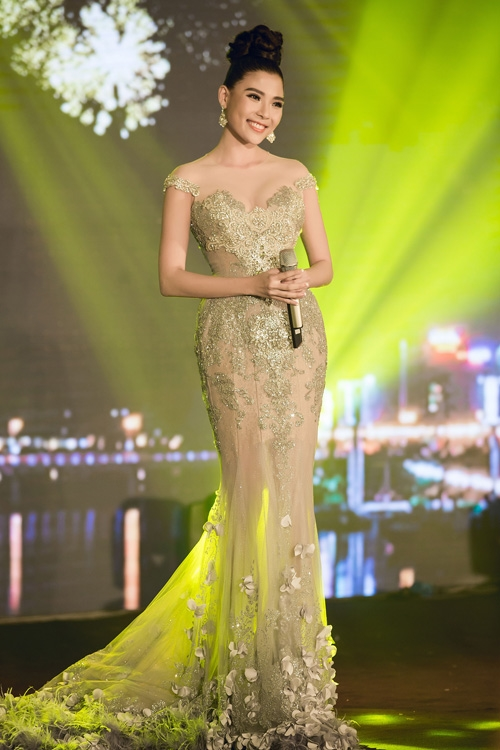Phạm Hương, Mỹ Linh, Thúy Diễm đẹp mong manh khó thể rời mắt