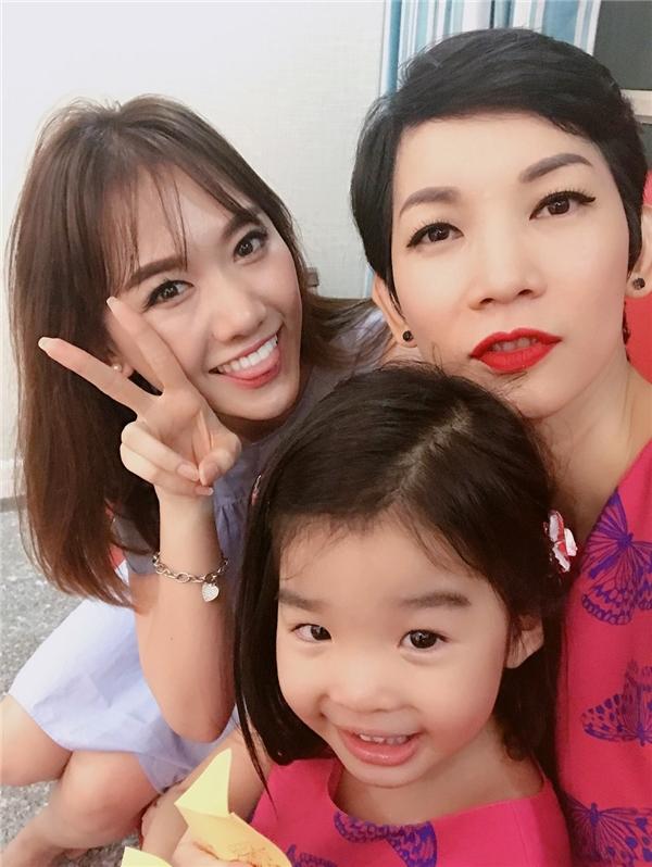 Hari Won bất ngờ ghé nhà các sao Việt học cách chăm sóc trẻ con - Tin sao Viet - Tin tuc sao Viet - Scandal sao Viet - Tin tuc cua Sao - Tin cua Sao