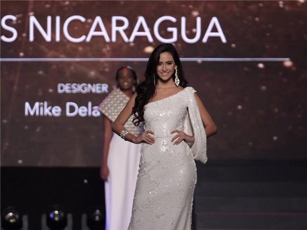 """Lệ Hằng tự tin trình diễn với các đối thủ """"nặng kí"""" tại Miss Universe"""