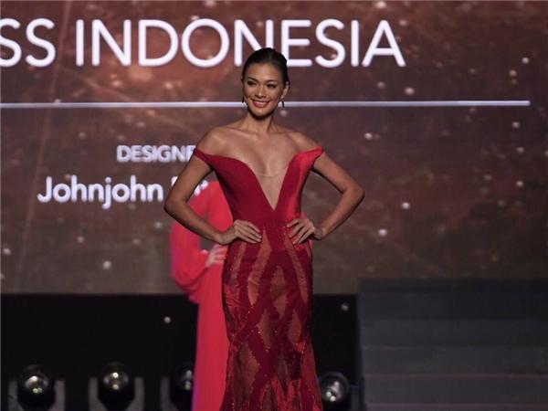 Một số thí sinh như: Hoa hậu Venezuela, Colombia, Hoa hậu Thái Lan, đại diện chủ nhà Philippines, Hoa hậu Pháp, Nicaragua, Agrentina, Mexico, Myanmar, Indonesia đều có phần trình diễn được nhận xét thu hút, nổi bật.