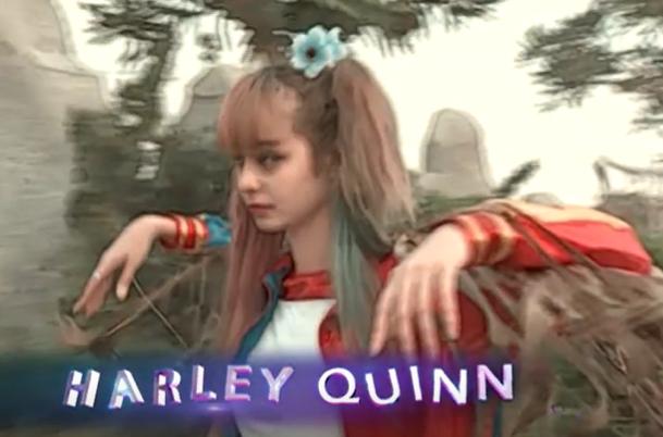 """Nữ quái Harley Quinn phiên bản lỗi: Đang nghĩ đến job làm mẫu minh họa cho MV """"Chàng phu kéo mo cau""""."""