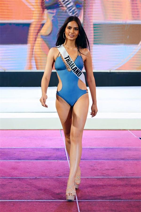Dù chỉ cao khoảng 1m70 nhưng Chalita Suansane lại có hình thể nổi bật, cân đối với vòng eo thắt rất nhỏ. Ngay từ khi mới đăng quang tại quê nhà, cô gái này đã được xem là một trong những nhan sắc nổi bật của khu vực châu Á. Chalita Suansane cũng được dự đoán sẽ có mặt trong top 6 chung cuộc của Miss Universe 2016.