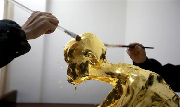 Lớp sơn cuối cùnglà sơn màu vàng. (Ảnh: internet)