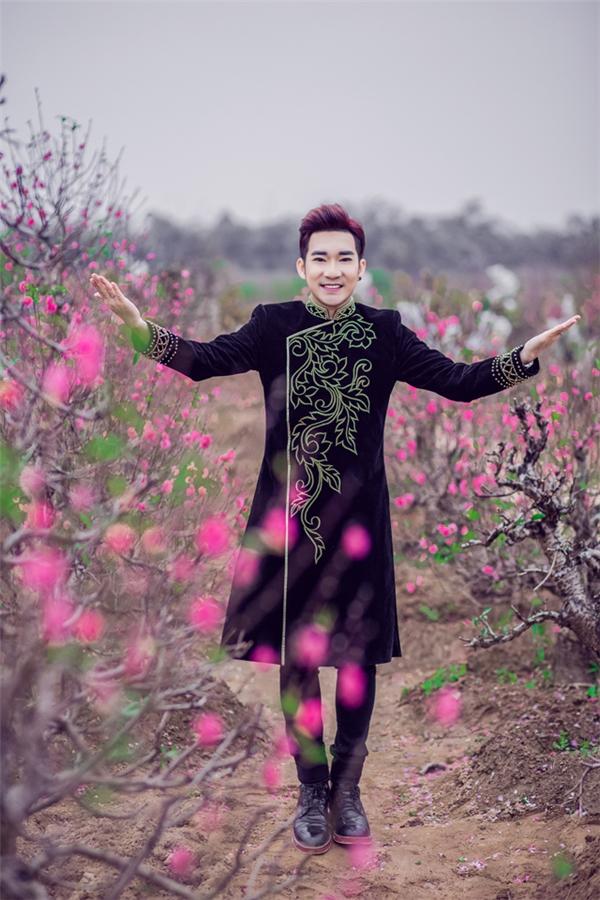 Quang Hà điển trai với áo dài, háo hức chờ đón năm mới - Tin sao Viet - Tin tuc sao Viet - Scandal sao Viet - Tin tuc cua Sao - Tin cua Sao