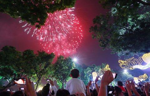 Năm nay Hà Nội sẽ không tiến hành bắn pháo hoa nghệ thuật vào thời khắc giao thừa. (Ảnh: Internet)